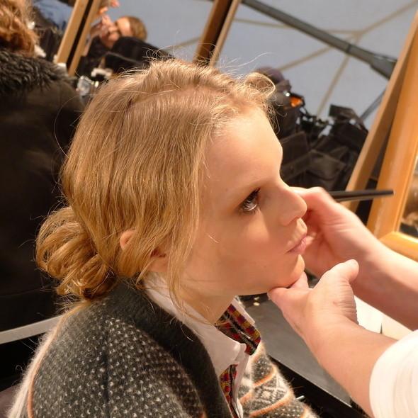 Milan Fashion Week: бэкстейдж Alberta Ferretti. Изображение № 1.
