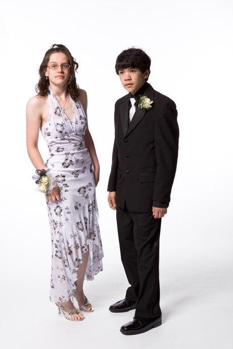 «Выпускные пары»:  Нарядные и неловкие. Изображение № 9.