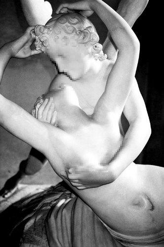 Питер Кааден адаптировал статуи к моральным принципам Facebook. Изображение № 16.