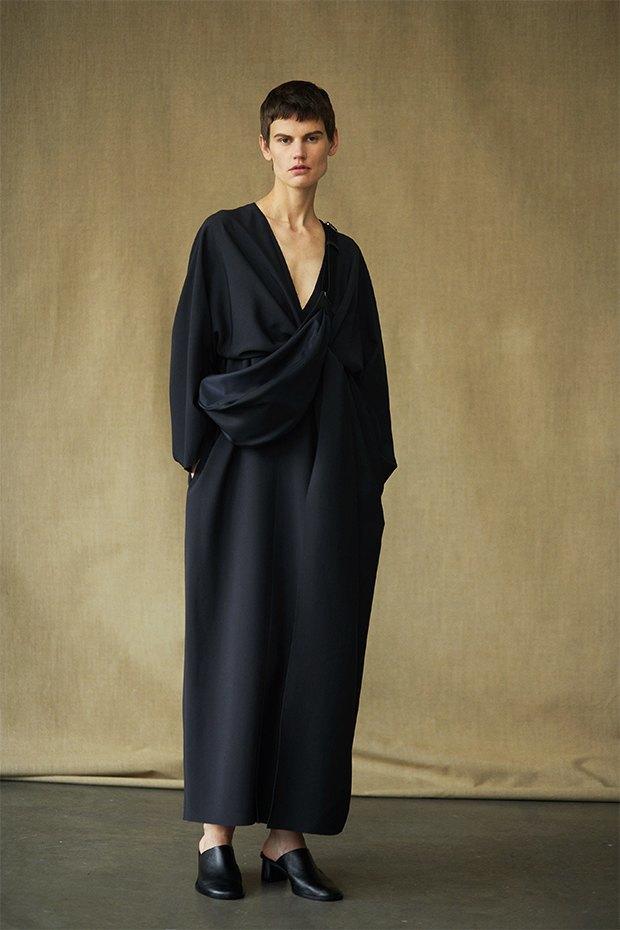 Саския де Брау в лукбуке новой коллекции The Row. Изображение № 8.