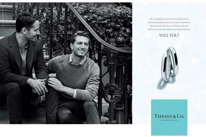 В рекламе Tiffany & Co. впервые снялась однополая пара. Изображение № 1.