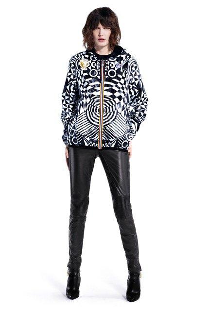 Вышел лукбук коллаборации Versus Versace и K-Way. Изображение № 1.