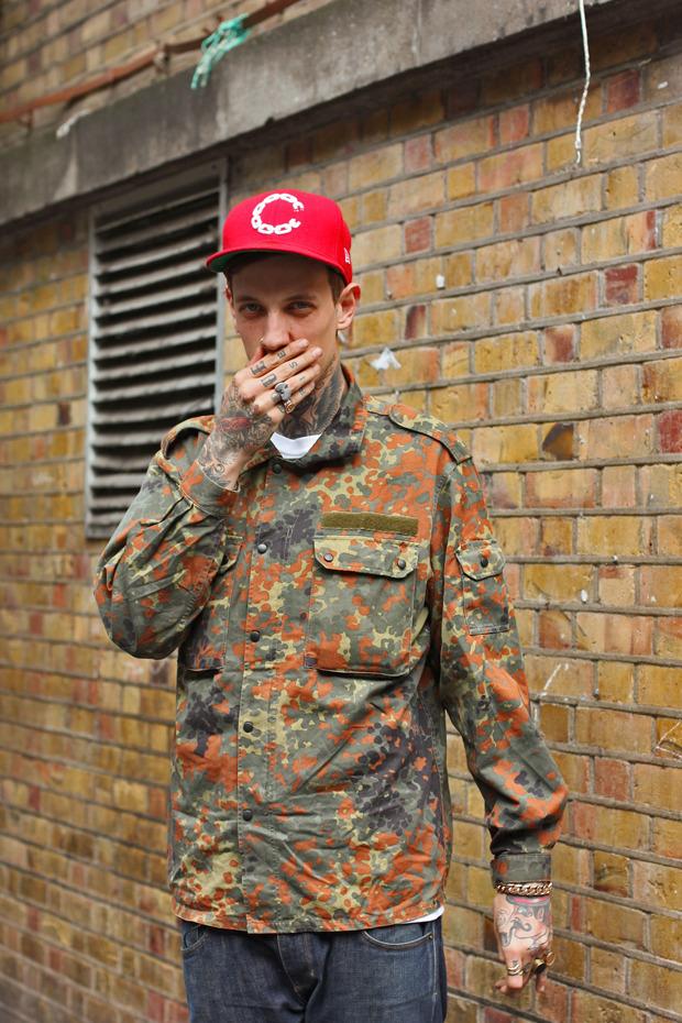 Шапки, татуировки и драгметаллы на жителях Лондона. Изображение № 8.