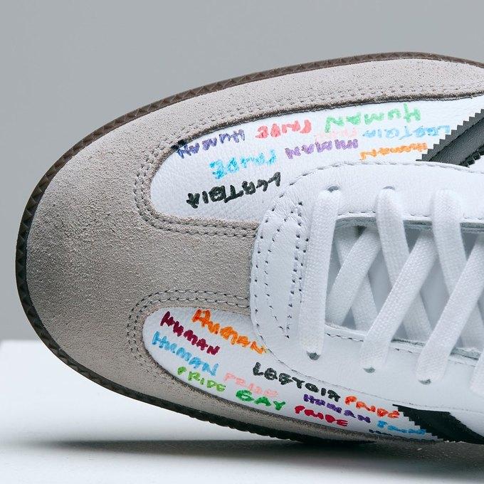 Марк Джейкобс и Белла Фрейд сделали «радужные» кроссовки для adidas. Изображение № 2.
