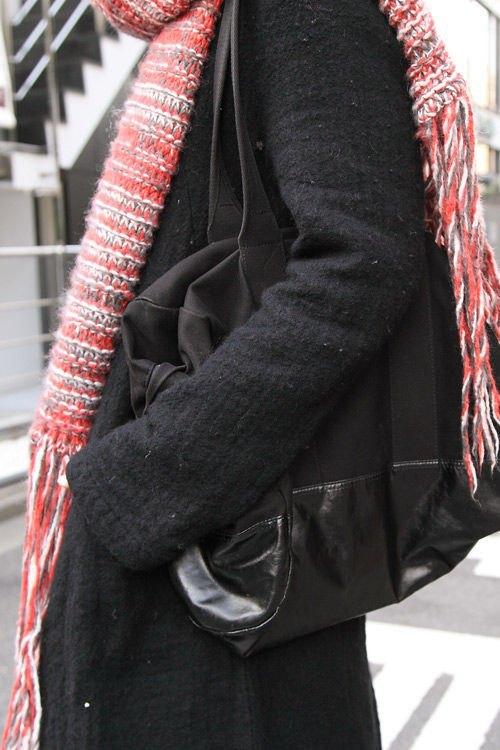 Красные шапки и бархатные ботинки на улицах Токио. Изображение № 42.