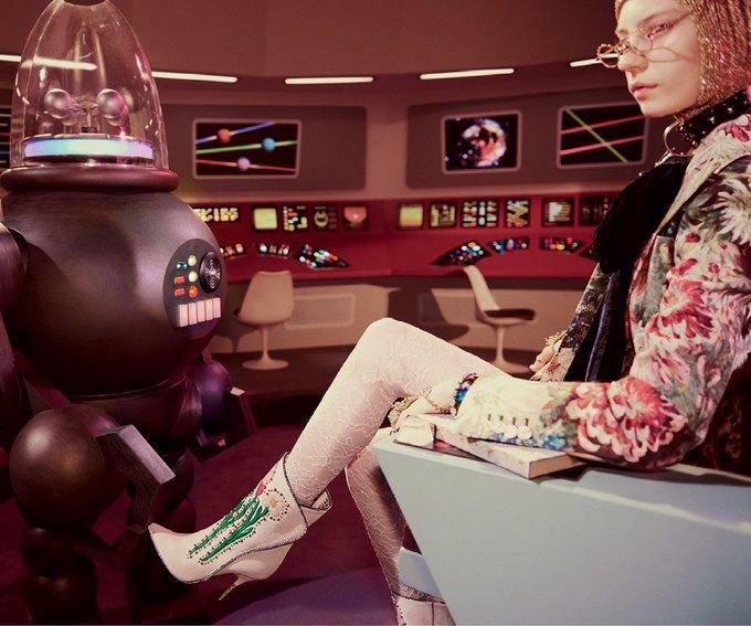 В новой кампании Gucci снялись пришельцы  и динозавры. Изображение № 22.