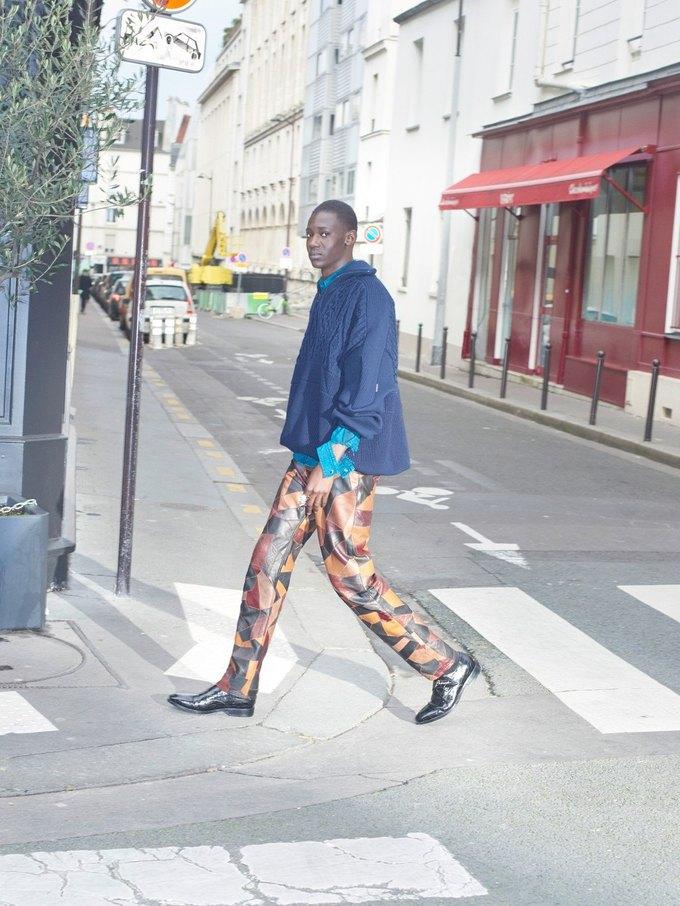 В новом лукбуке Balenciaga снялись обычные парижане. Изображение № 29.