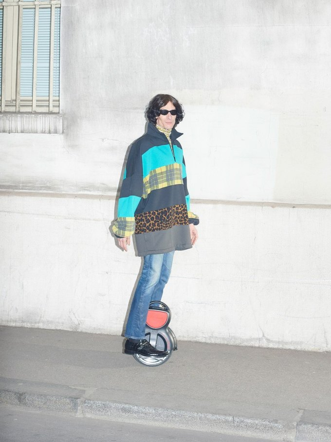 В новом лукбуке Balenciaga снялись обычные парижане. Изображение № 4.