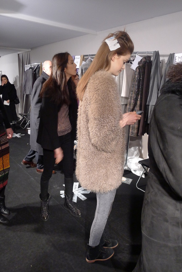 Milan Fashion Week: бэкстейдж показа Max Mara. Изображение № 21.