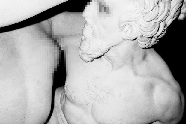 Питер Кааден адаптировал статуи к моральным принципам Facebook. Изображение № 1.