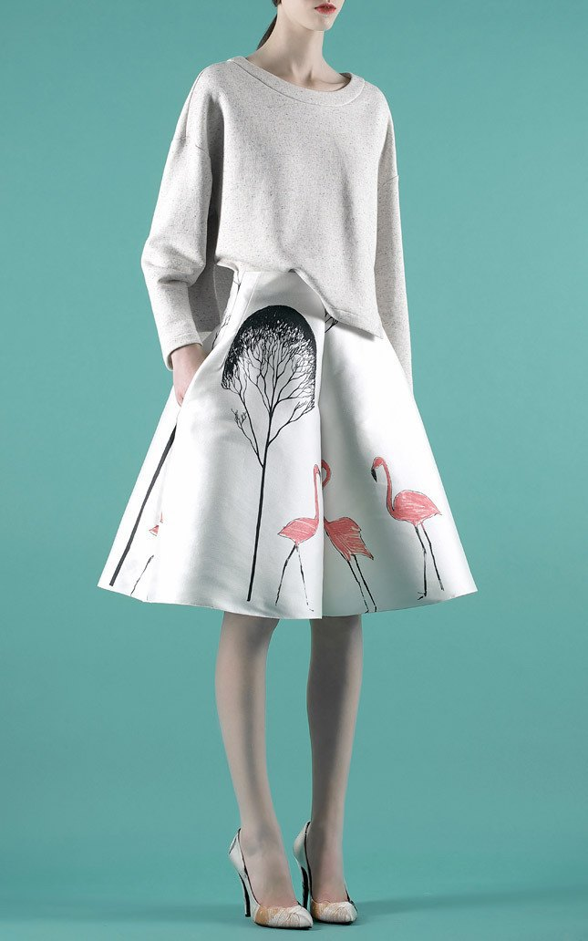 Шелковые пальто и платья с фламинго в новом лукбуке Vika Gazinskaya. Изображение № 7.