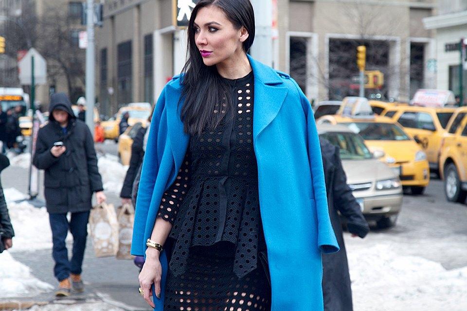Стритстайл: Что носят на Нью-Йоркской неделе моды. Изображение № 10.