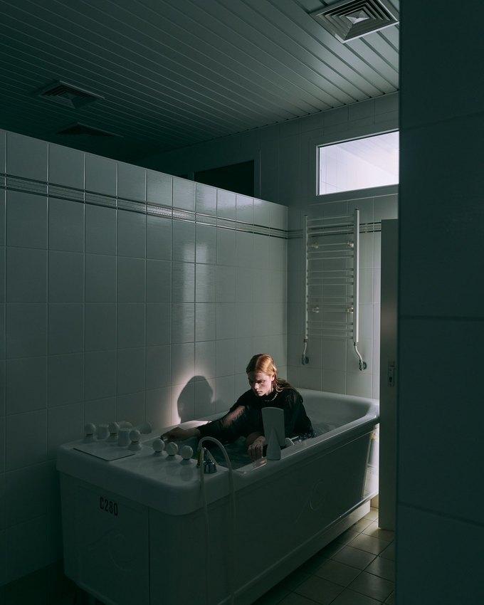 SVMoscow показали новогоднюю съёмку в духе Хичкока. Изображение № 9.
