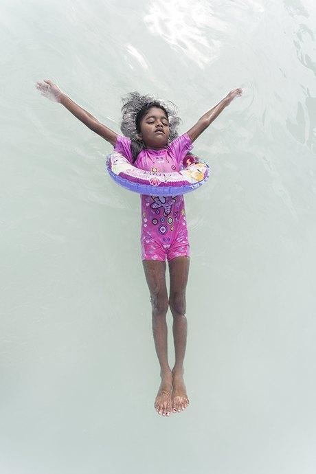«Weightless»: Мальдивские девушки в океане, который скоро поглотит их страну. Изображение № 2.
