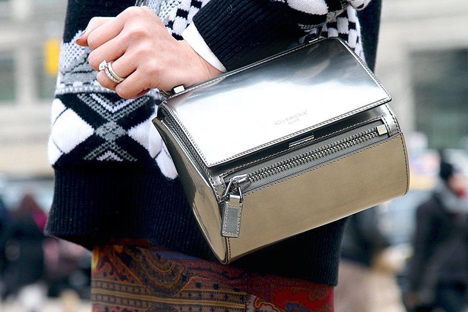 Стритстайл: Что носят на Нью-Йоркской неделе моды. Изображение № 9.