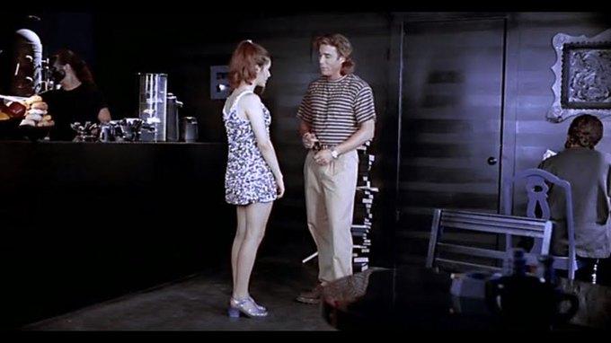 Что можно узнать  о стиле 90-х из фильма Грегга Араки «Нигде». Изображение № 13.