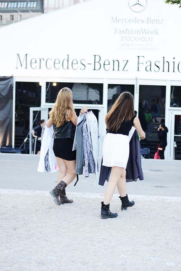 Парни в криперах и девушки в шортах на Неделе моды в Стокгольме . Изображение № 26.