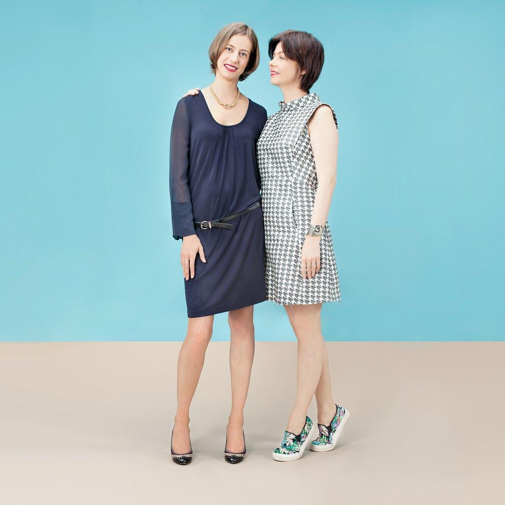 Девушки в любимых  нарядах мам  и наоборот. Изображение № 2.
