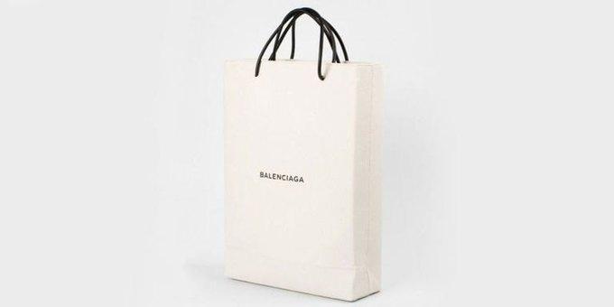 Balenciaga выпустили сумку-пакет за 1100 долларов. Изображение № 1.