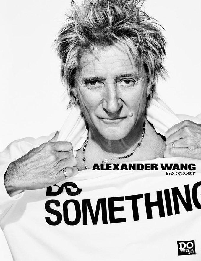 В новой рекламной кампании Alexander Wang снялись 37 звезд. Изображение № 18.