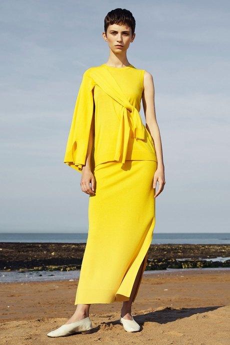 Что носить летом: 10 образов со всеми оттенками жёлтого. Изображение № 16.