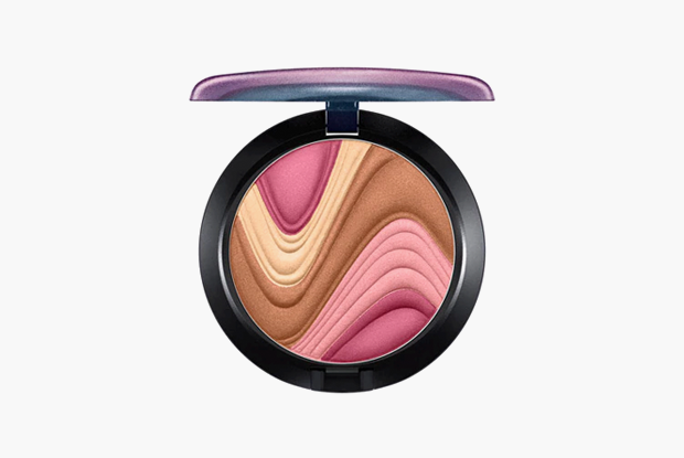 Пудра MAC Pearlmatte Face Powder в оттенке Mother O'Pearl, $34. Изображение № 10.