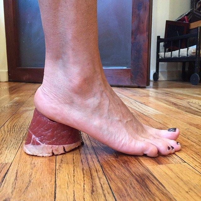 Новый тренд Instagram — «туфли» из подручных предметов. Изображение № 10.