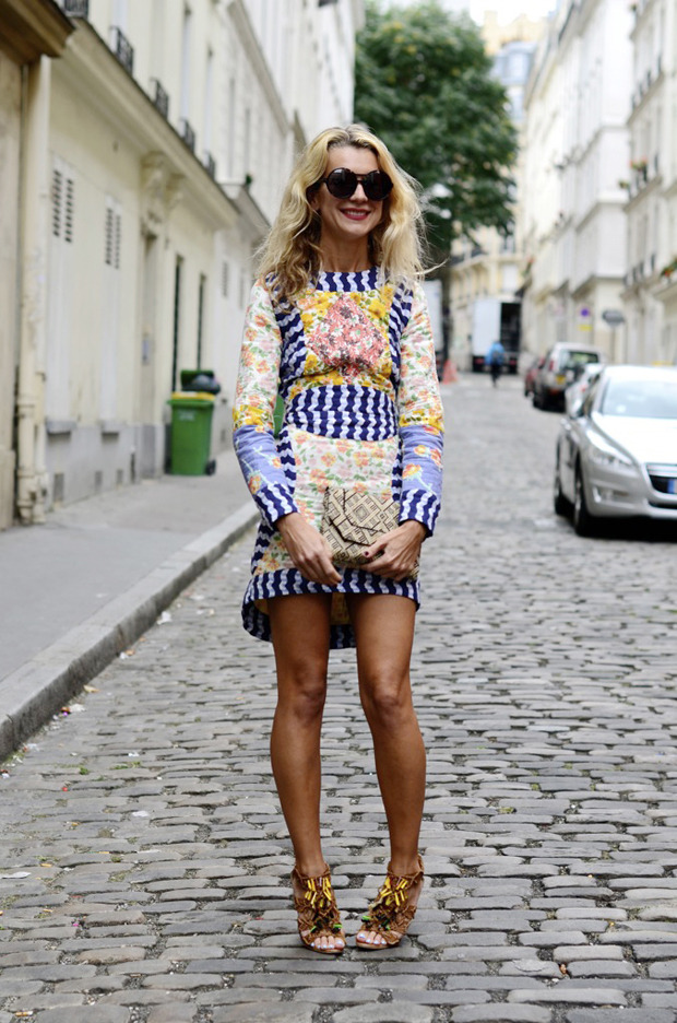 Десяток модников под зонтом, японец с двумя шарфами и другие гости Paris Fashion Week. Изображение № 26.