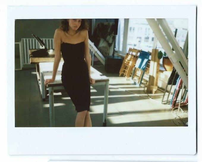 Цветной мех и облегающие платья в коллекции Luda Nikishina. Изображение № 5.