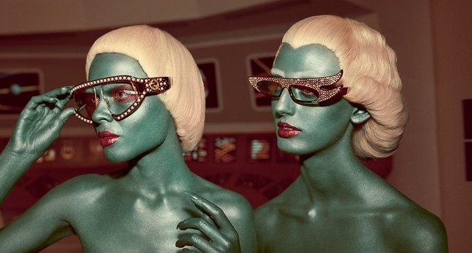 В новой кампании Gucci снялись пришельцы  и динозавры. Изображение № 1.