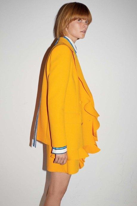 Что носить летом: 10 образов со всеми оттенками жёлтого. Изображение № 4.