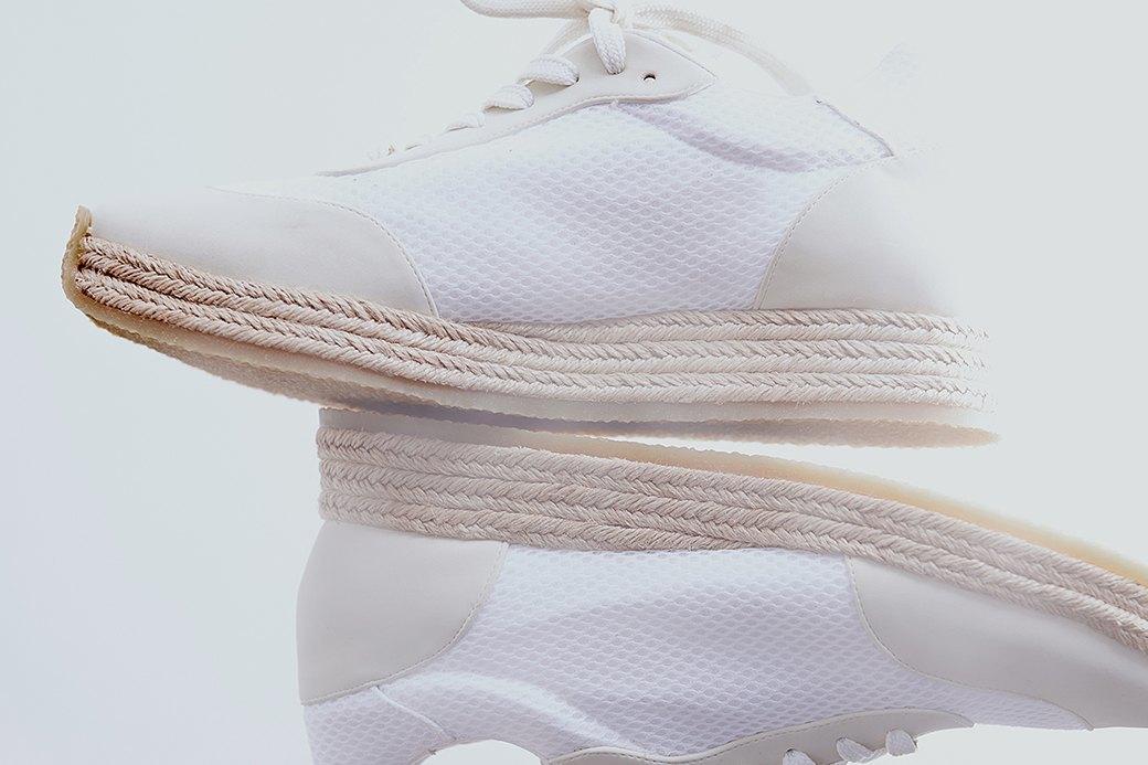 Ревизия:  Белые кроссовки. Изображение № 6.